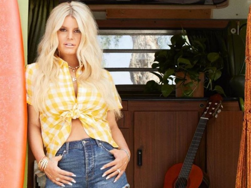 Jessica Simpson Wears Daisy Dukes, Shows Off Her Toned Legs in New Pic